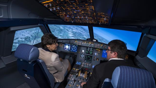Airbus-szimulátort adtak át a csepeli szakgimnáziumban