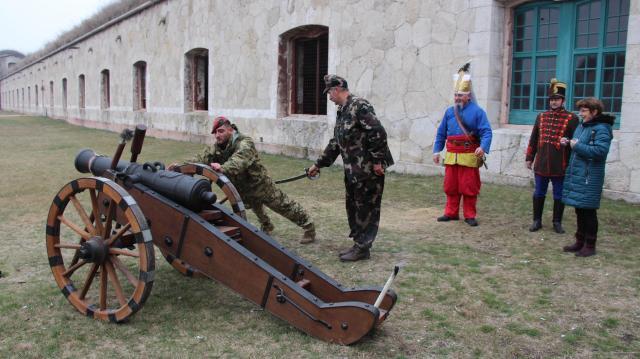 Komáromi ágyúkészítőért is szóltak az ágyúk
