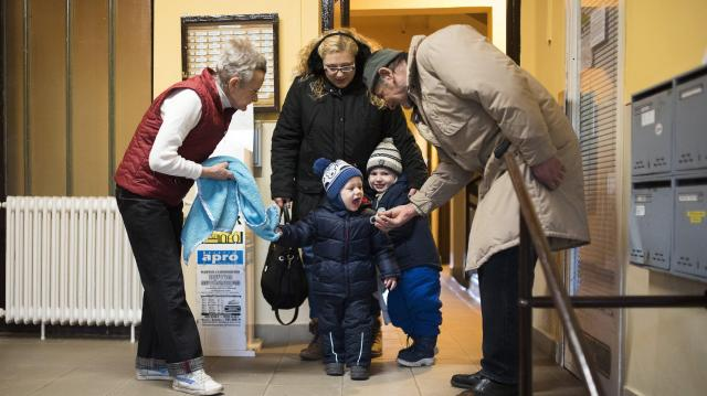Már a kétgyermekes családok is igénybe vehetik a 10 millió forintos kamattámogatott hitelt