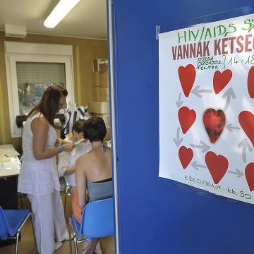 Négyezer HIV-fertőzött nem tud betegségéről Magyarországon