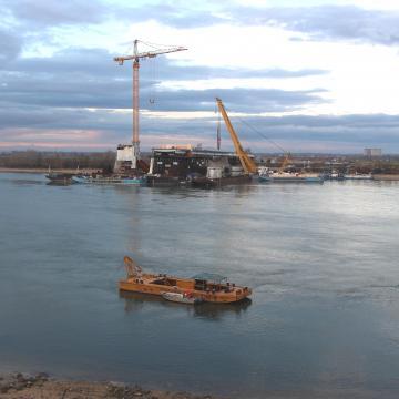 Pár napra leáll a komáromi híd építése