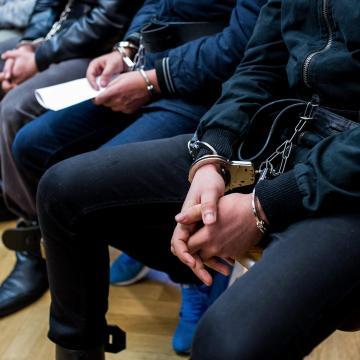 Több évre ítélték az albérlőtársukat megkínzó szegedi fiatalokat