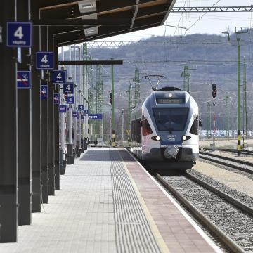 Buszbérlettel is utazhatnak a kesztölciek az esztergomi vonatokon