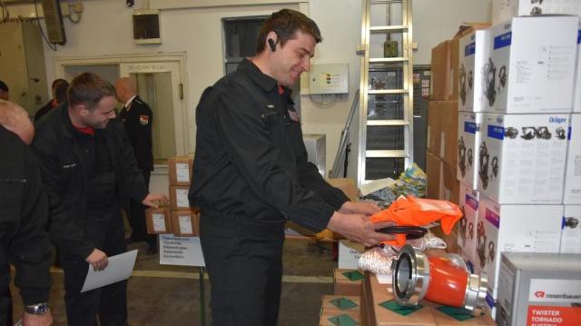Gazdag karácsonyi ajándékot kaptak az önkéntes életmentők