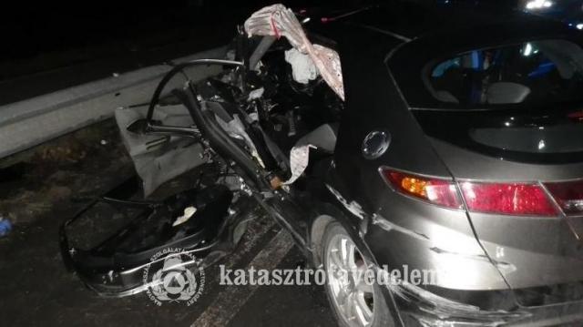 Három autó ütközött a Táti úton, többen megsérültek