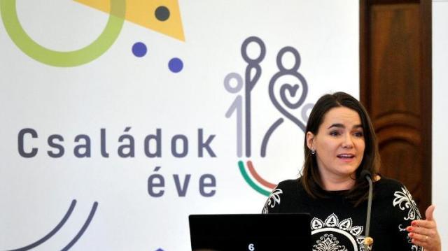 Novák Katalin: még több támogatást kapnak a családok