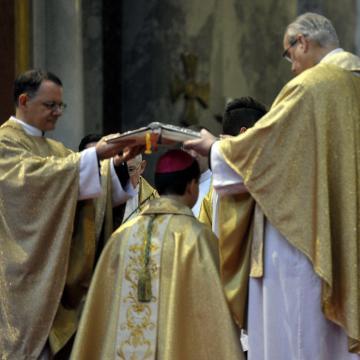 Püspökké szentelték Mohos Gábort
