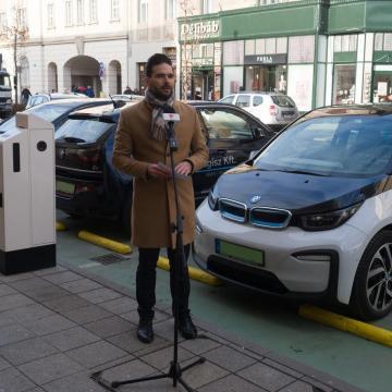 Új elektromos töltőállomásokat adtak át Debrecenben