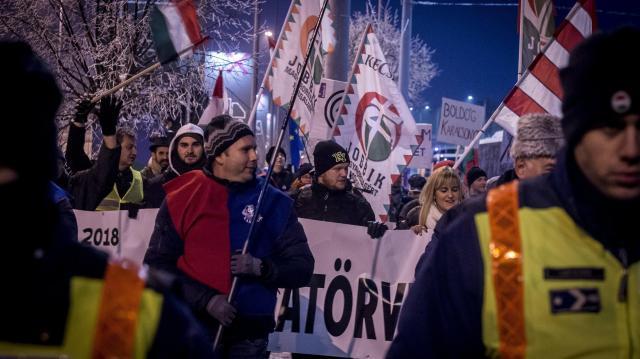 A kormány ellen tüntettek Kecskeméten és Békéscsabán
