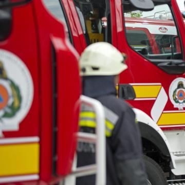 Garázs és autók lángoltak garázsban