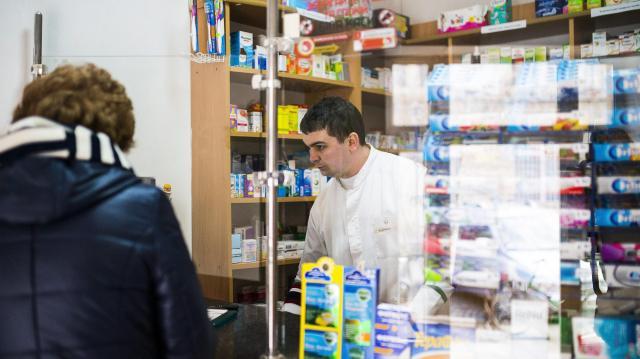 Karácsonykor a kórházak és a mentők folyamatosan, a patikák ügyeleti rendben működnek