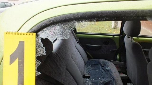 Két kocsit is feltört, de elkapták