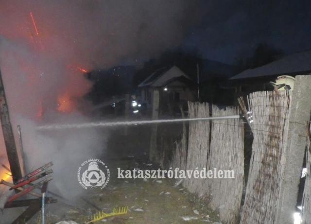 Kigyulladt egy ház a Csenkei hídnál