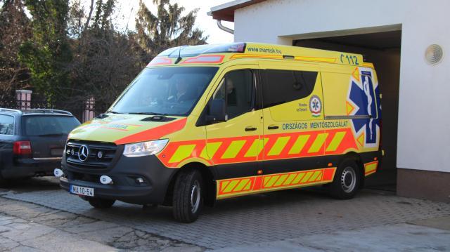 Szolgálatba állt az ország egyik legmodernebb mentőautója Komáromban