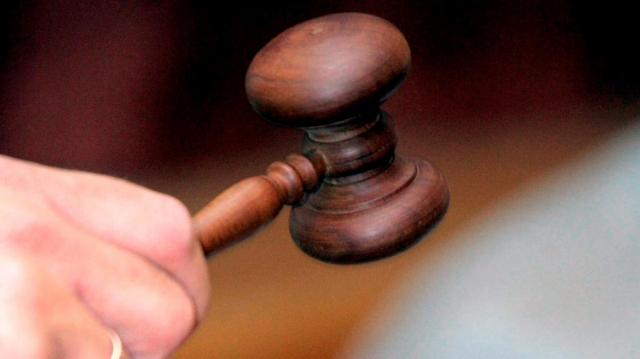 Tizenhárom évre ítéltek a nőt, aki halálra késelte volt férjét