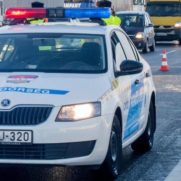 Baleset érte a miniszterelnök konvoját felvezető egyik autót
