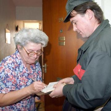 Éves szinten 42 ezer forinttal emelkednek a nyugdíjak