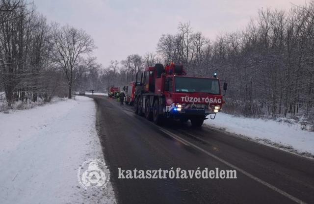 Kukás autót mentettek a tűzoltók Naszálynál