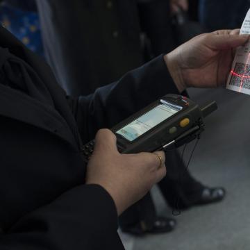 Már az utasok ötöde online, automatából vagy mobilalkalmazással veszi vonatjegyét