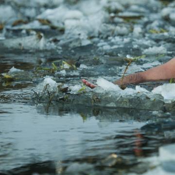 Meghalt egy tó jege alá szorult ember Bárdudvarnokon