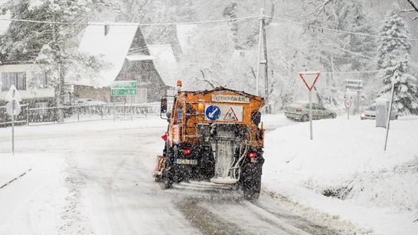 Sokfelé havazik, köd és eső is nehezíti a közlekedést