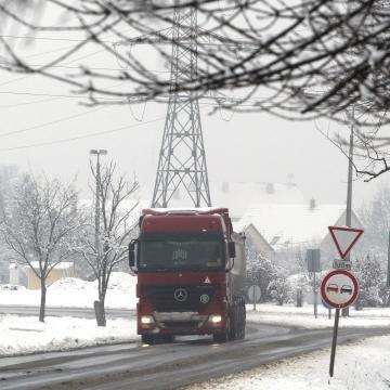 Súlykorlátozást vezetnek be a 85-ös és 86-os főúton is