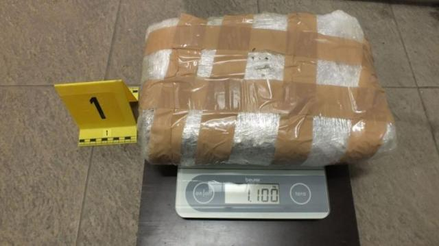 Több mint 75 kilogramm kábítószert találtak egy autóba rejtve a pénzügyőrök Röszkénél