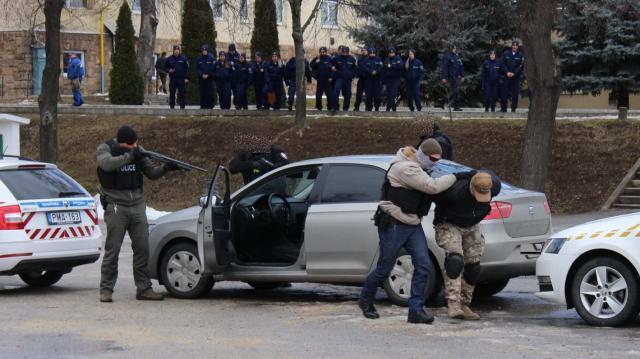Elfogási akciót mutattak be a Miskolci Rendészeti Szakgimnáziumban