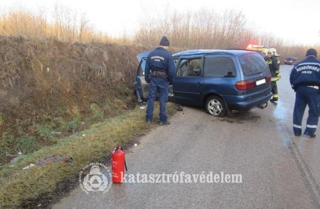 Két baleset is történt a csúszós úton