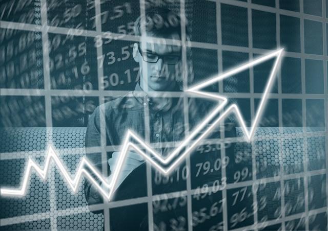 Marad az erőteljes bérnövekedés idén az elemzők szerint