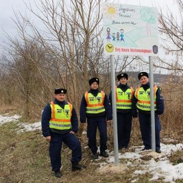 Új táblák figyelmeztetnek a Dobogókői úton