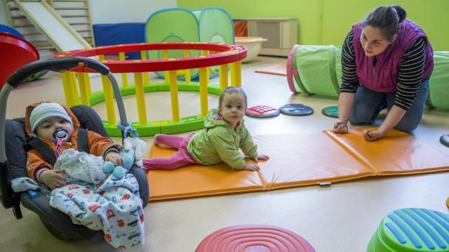 Újabb családtámogatási lépéseket jelent be idei évértékelőjén a kormányfő