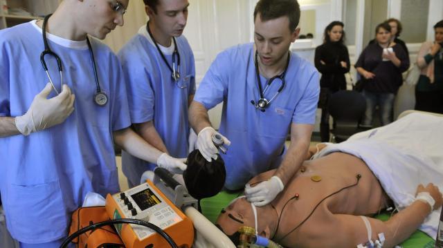 Másfél milliárd forintos ösztöndíjprogram indult egészségügyi hallgatóknak