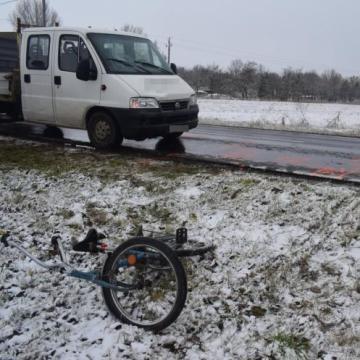 Súlyos sérüléssel járó baleset a latyakos úton