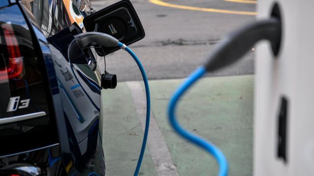 Telefonos applikációval lesz indítható az elektromos autók töltése a Mobiliti töltőknél