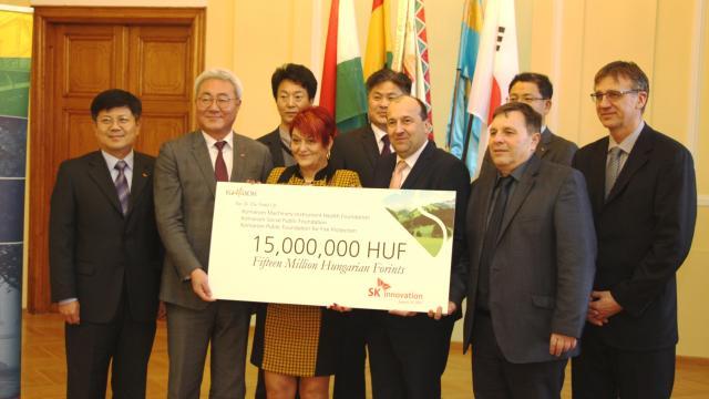 Tizenöt millió forintot kapott három alapítványunk