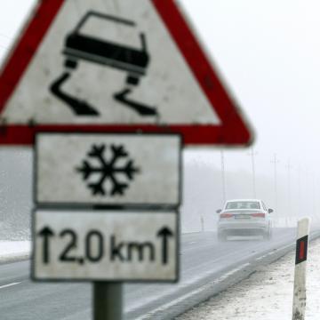 Többfelé is télies útviszonyok nehezítik a közlekedést