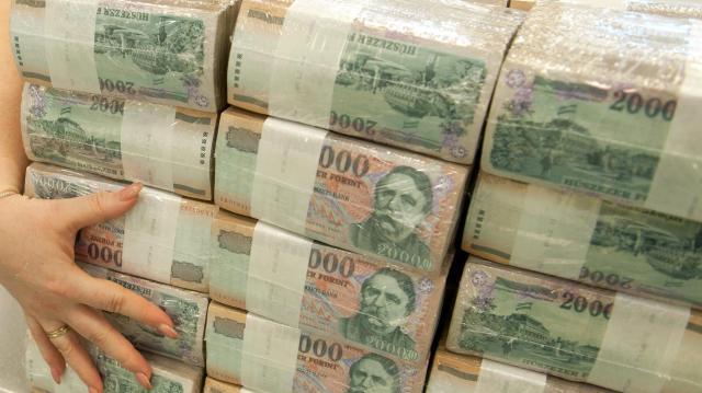 Uniós támogatásokra hivatkozva csalt ki ismerőseitől pénzt egy szegedi férfi