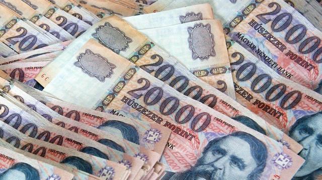 Várakozáson felül nőnek a bérek