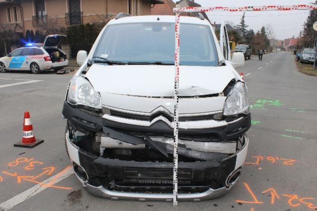 Fiatal nő okozott balesetet a Lóczy úton