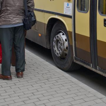 Három férfi megpróbált elvenni egy buszos céget a tulajdonosától