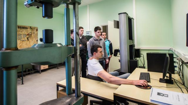 Kiemelten segíti a felsőoktatási intézmények és gyakorlatot biztosító vállalkozások partnerségét a kormány
