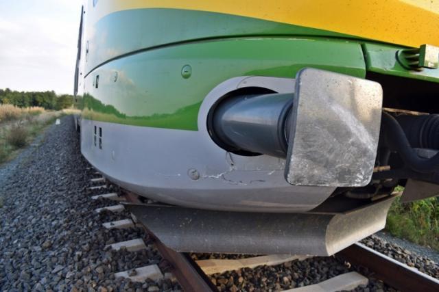 Vádat emelnek a piroson átmenő és vonattal ütköző autós ellen