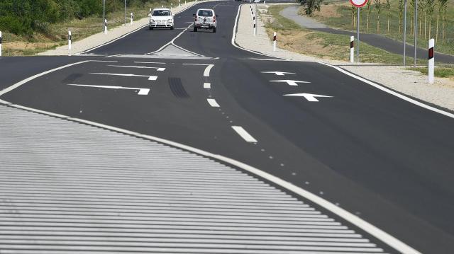 Felújított utat avattak Hejőpapi Hejőbába és Oszlár közelében