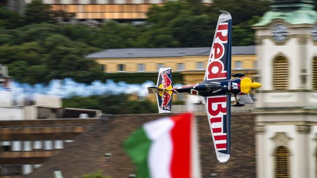 Háttértámogatás a Red Bull Air Race-hez