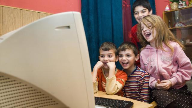 Heves megye hat településén adtak át szupergyors internet hálózatot