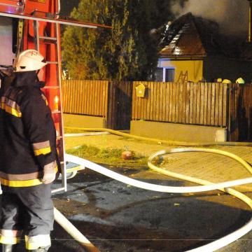 Holtan találtak egy nőt egy kigyulladt újpesti házban