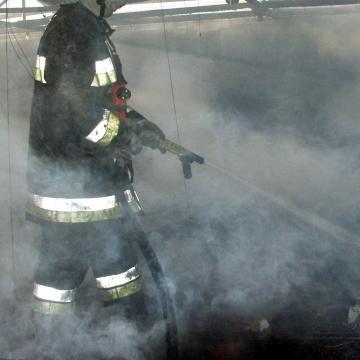 Holttestet találtak a tűzoltók egy leégett budapesti viskóban