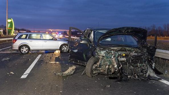 Ketten meghaltak egy mosonmagyaróvári balesetben