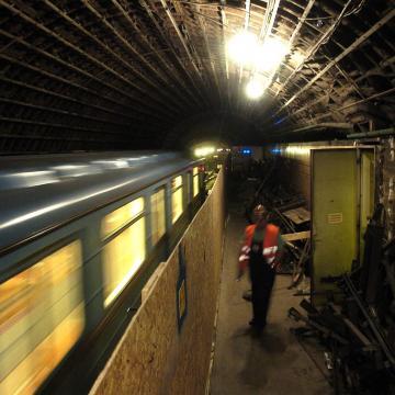 Metrófelújítás - BKV: tartható a határidő